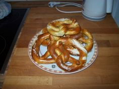 Real Brezel recipe! After that buttery mess I had at home last time, I vow NEVER AGAIN!