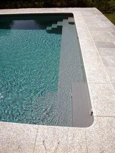 L'escalier sur mesure par l'esprit piscine - Double escalier d'angle avec banquette sur la largeur