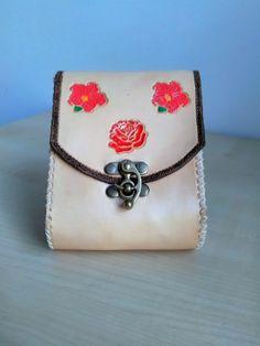 Kožená kapsička na opasok kvetinová