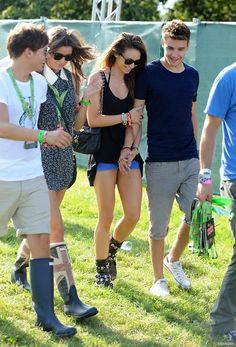 Louis, Eleanor, Liam, and Danielle at the V festival