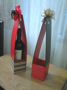 Caja porta vino en fibrofacil Easy Crafts, Diy And Crafts, Bottle Cover, Bookends, Decoupage, Wine, Projects, Gifts, Handmade