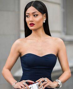 Одна маленькая деталь, выдающая шикарную женщину Formal Dresses, Womens Fashion, Tops, Style, Quotes, Qoutes, Dating, Formal Gowns, Stylus