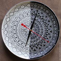 """Купить """"Белое и чёрное"""" часы интерьерные настенные - чёрно-белый, часы на тарелке, часы настенные"""