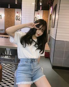 Pss lo que dice el titulo # Fanfic # amreading # books # wattpad Korean Beauty Girls, Korean Brands, Shorts Jeans, Lit Outfits, Ulzzang Korean Girl, Uzzlang Girl, Korean Fashion Trends, How To Make Clothes, Foto Pose