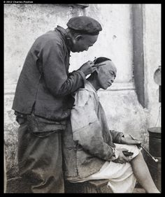 ear cleaning on a street. old China. Chinese Opera, Chinese Art, Vintage Postcards, Vintage Photos, Jiang Qing, Empress Dowager Cixi, Fan Ho, Boxer Rebellion, Chinese Posters