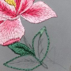 Hand Embroidery Patterns Flowers, Hand Embroidery Projects, Basic Embroidery Stitches, Hand Embroidery Videos, Hungarian Embroidery, Hand Embroidery Tutorial, Embroidery Flowers Pattern, Creative Embroidery, Japanese Embroidery