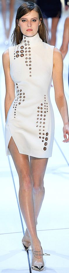 #PFW Mugler Fall 2015 RTW ♔THD♔ More of this collection on my Paris Fall 2015 RTW Fashion board.