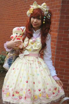 http://fc01.deviantart.net/fs70/i/2010/121/b/4/sweet_lolita__by_raindream.jpg