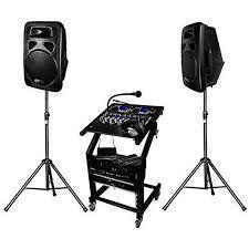 Ensemble pour soirées et fêtes comprenant:Lecteur double CD, mixage, 2 enceintes amplifiée 250 watts sur pied... location sono à louer à Névez (29920) grâce à placedelaloc