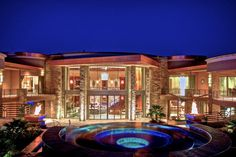 Luxury real estate in Paradise Valley AZ US - Extraordinary Gated Contemporary Paradise Valley Estate - JamesEdition