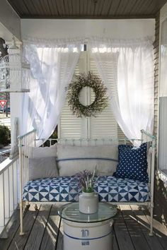 The Vintage House - Overland Park, Kansas. Love this country porch! - Home Decoration - - Enclosed Porches, Small Porches, Front Porches, Enclosed Porch Decorating, Screen Porch Decorating, Small Patio, Balcon Condo, Cottage Porch, Porch Nook
