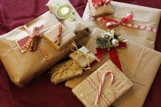 presents wrapped in brown paper - Hledat Googlem