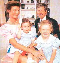 alfeminille:  Prince Nikolaus & Princess Margaretha of Liechtenstein with their daughters Princess Marie-Astrid (named for Margaretha's sister) and Princess Maria Annunciata, circa late 1980s