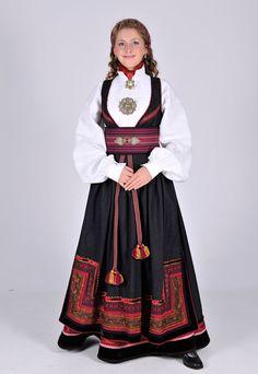 Beltestakk from East-Telemark Medieval Dress, Bridal Crown, Folk Costume, Summer Outfits Women, Traditional Dresses, Dance Costumes, Norway, Bridal Dresses, Nice Dresses
