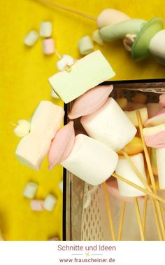 Marshmallow Spieße für den Kindergeburtstag, DIY Party idee, Geburtstag Diy Idee, Geburtstagsfeier in der Schule #Marshmallow #diy #Geburtstag Partys, Food, Garden Parties, Birthday Celebrations, School, Gifts, Meals, Yemek, Eten
