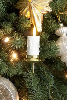 The Yellow Cape Cod: My 2016 Tastemakers Christmas Tree~And a Giveaway