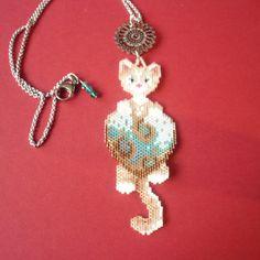 Bijou tissé en perles delica motif chat beige