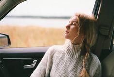 woman sitting in car Best Wedding Hairstyles, Summer Hairstyles, Humid Weather, Warm Weather, Haircut Images, Mermaid Braid, Water Molecule, Lob Haircut, Long Island Ny