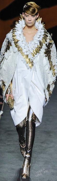 Fendi | Fall 2015 | Couture | future fashion | white | gold | feathers