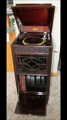 1000 Images About Phonograph Amp Antique Music Box On Pinterest Auction Old Record Player And Antique Record Player