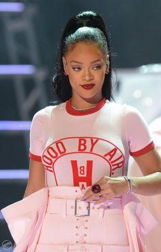 ♡ On Pinterest @ kitkatlovekesha ♡ ♡ Pin: Celebrities ~ Rihanna Performing at the 2016 MTV Video Music Awards ♡
