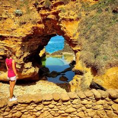 The Grotto ist ein Durchbruch im Gestein an der Great Ocean Road bei Port Campbell in Victoria Australien. Ihre Entstehung verdankt sie natürlichen Ursachen der Erosion. #love#australia#sydney#reise#journey#instatravel#vacation#travel#urlaub#holiday#wanderlust#instagrammers#globetrotter#12apostel#bestof#sightseeing#mytravelgram#instapassport#bestof#victoria#relax#australien#albany#12apostles#melbourne#snapchatgermany#snapchat#periscope by hashtagahoy http://ift.tt/1ijk11S