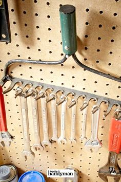 50 Surprising Ideas to Upcycle Your Old Tools and Household Stuff Garage Tool Organization, Shop Organization, Organizing, Diy Garage Storage, Shed Storage, Tool Storage, Simple Workbench Plans, Workbench Ideas, Garage Workshop