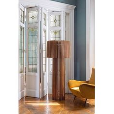Interesting woodlamp by Italian company Skitch gorgeous door and a great chair in style of #marcozanuso.    #interiordesign #interiors #interior #interiores #interiordesignideas #interiorinspiration #interiorinspo #instadecor #instadesign #interiordesign #interiordesigner #design #homedecor #midcenturymodern #midcentury #midcenturyfurniture #mcm #modern #mood #elledecor #architecturaldigest #vogueliving #italiandesign #italian  #chair #vintage  #vintage #vintagefurniture #lighting…
