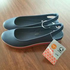 NWT women's Crocs retro slingback flats size 10 . crocs Shoes