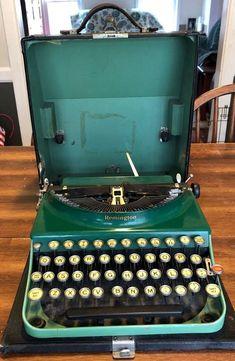 😳 STUNNING!!! Green Remington Portable Typewriter w/Case 3- 19-30 Antique Portable Typewriter, Vintage Typewriters, Cabaret, Steampunk, Tools, Writing, Decoration, Antiques, Green