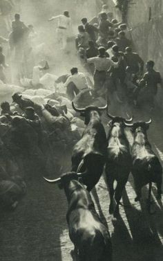 Encierro de Sanfermines ¿1950? :: #Pamplona, the running of the bulls