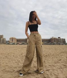 Old School fashion discovered by Mer on We Heart It, – travel outfit summer Indie Outfits, Grunge Outfits, Fashion Outfits, Ootd Fashion, Fashion Pants, Fashion Guide, Lifestyle Fashion, Fashion Wear, Fashion Trends