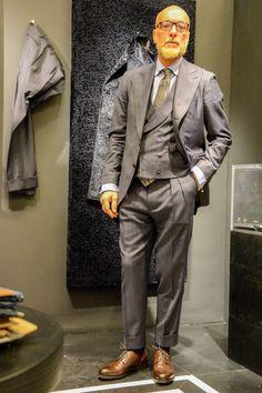 スリーピースのマスキュリンなグレーダブルストライプスーツのスタイリング Blazer Suit, Suit Jacket, Double Breasted Vest, Mens Fashion Suits, Men's Fashion, Gentleman Style, Men Looks, Personal Style, Street Style