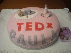 Tarta para celebrar el nacimiento de Paula, con su grupo de amigos de Tedx Valencia!