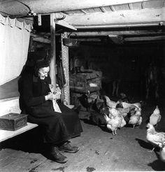 La grand mère, Saint Véran Queyras 1947. ¤Robert Doisneau. Atelier Robert Doisneau | Site officiel