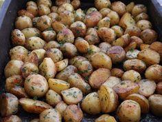 Kipróbált és bevált receptek ...: Sütőben sült újkrumpli petrezselyemzölddel Potatoes, Vegetables, Food, Red Peppers, Potato, Essen, Vegetable Recipes, Meals, Yemek
