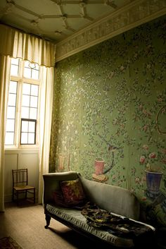 https://flic.kr/p/7wJL9K | The chinese room | Broughton Castle, Oxfordshire  Part of the kings chamber where James I stayed in 1604 and Edward Vii in 1901 The wallpaper is chinese hand painted from the 18th century   Please feel free to visit my website</a