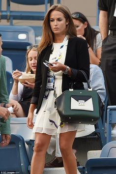 29 August Kim wore a cream mini-dress and carried her new bag-du-jour, a Milli Millu green, cream and black tote Preppy Mode, Preppy Style, My Style, Chic Outfits, Summer Outfits, Summer Clothes, Kim Murray, Tennis Clothes, Tennis Outfits