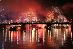 100 Breathtaking Fireworks Photography Around The World - Hongkiat