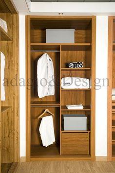 Interior de armario forrado, a medida en color nogal medio