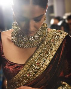 Indian Dark-Red Saree & Gold Jewelry Designed by Sabyasachi Indian Attire, Indian Wear, Indian Style, Indian Dresses, Indian Outfits, Ethnic Outfits, Sabyasachi Sarees, Indian Sarees, Anarkali