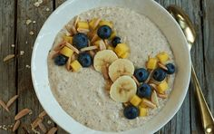 Kickstart your morning with a smoothie bowl infused with chai tea. Scented with an aromatic mix of spices and Greek yogurt, this smoothie bowl is packed. Peanut Butter Breakfast, High Protein Breakfast, Free Breakfast, Breakfast Bowls, Breakfast Recipes, Brunch Recipes, Breakfast Ideas, Dinner Recipes, Breakfast Toast