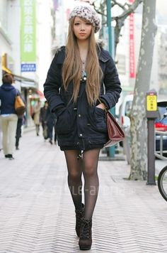 Casual, gyaru: Gray beret with leopard pattern. Black jacket. Sheer, black tights. Brown bag. Black boots.