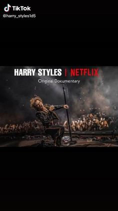Harry Styles Funny, Harry Styles Live, Harry Styles Photos, Harry Edward Styles, One Direction Edits, One Direction Pictures, Style Lyrics, Gossip Girl Quotes, Girl Life Hacks
