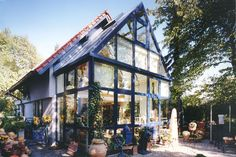You're in the right place for decoration and remodeling ideas.Here you can find interior and exterior design, front and back yard layout ideas. Earthship, Greenhouse Attached To House, Exterior Design, Interior And Exterior, What Is A Conservatory, Track Pictures, Glass Room, Glass House, House Goals