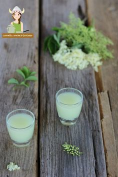 Home-made digestive elderberry liqueur Elderberry Liqueur, Limoncello, Cannoli, Natural Herbs, Vitamins And Minerals, Flower Crafts, Healthy Drinks, Wine Recipes, Glass Of Milk
