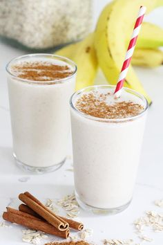 Breakfast just got better with this cinnamon roll smoothie that's dairy-free. Not only is it easy to make but also the perfect breakfast rush hour recipe. cooking healthy with kids clean eating Nutritious Breakfast, Healthy Breakfast Smoothies, Yummy Smoothies, Smoothie Recipes, Fall Recipes, Snack Recipes, Punch Recipes, Drink Recipes