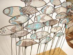 Loving the wire art. Sculptures Sur Fil, Wire Sculptures, Copper Wire Art, Art Fil, Wire Flowers, Driftwood Art, Wire Crafts, Fish Art, Land Art