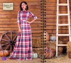 Длинное платье в клеточку, рукав до локтя, воротник стоечка