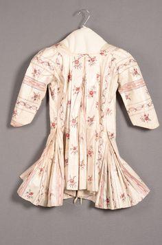 Casaque van gebloemd en gestreept sits  (cotton) met Watteau plooi. c1725-50 Dutch Identifier 8923